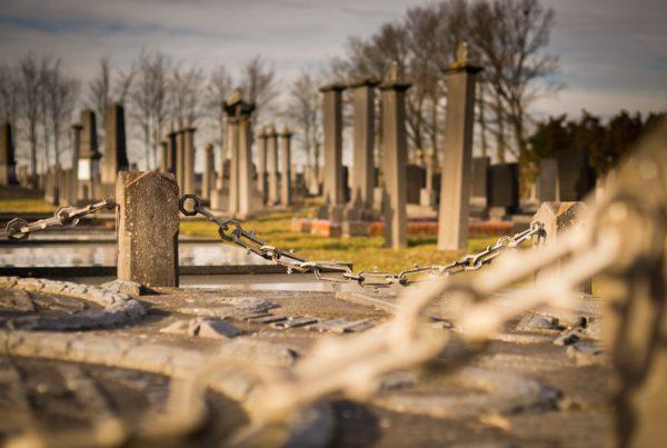 cemetery-943257_1920